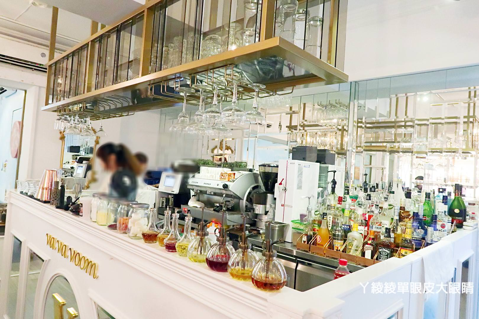 台北東區超人氣打卡地點!VA VA VOOM時尚派對餐廳《韓服婚紗和服旗袍》變裝主題派對