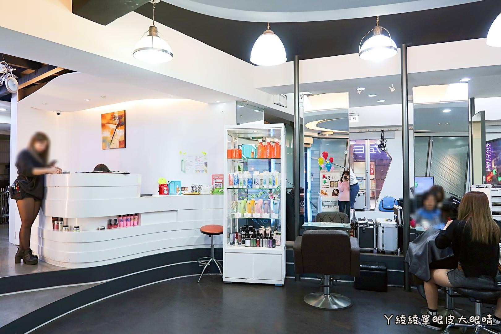 台北西門町護髮|頭皮養護推薦髮型設計師,《尚洋髮藝成都店》超大彩繪塗鴉牆成顯眼地標