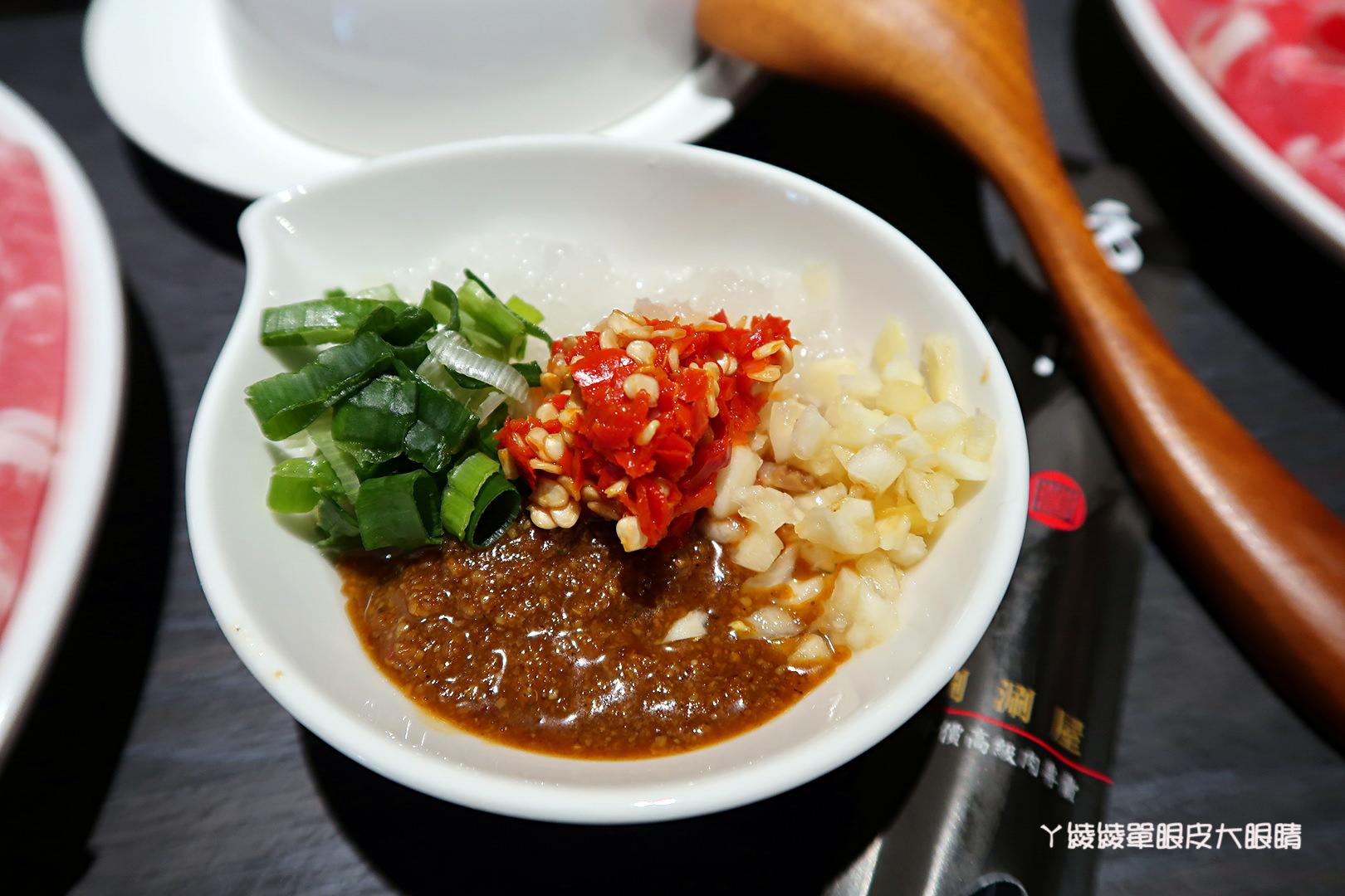 台南東區火鍋推薦!方圓涮涮屋|上桌還會動!活龍蝦及大份量肉品吃到嫑嫑