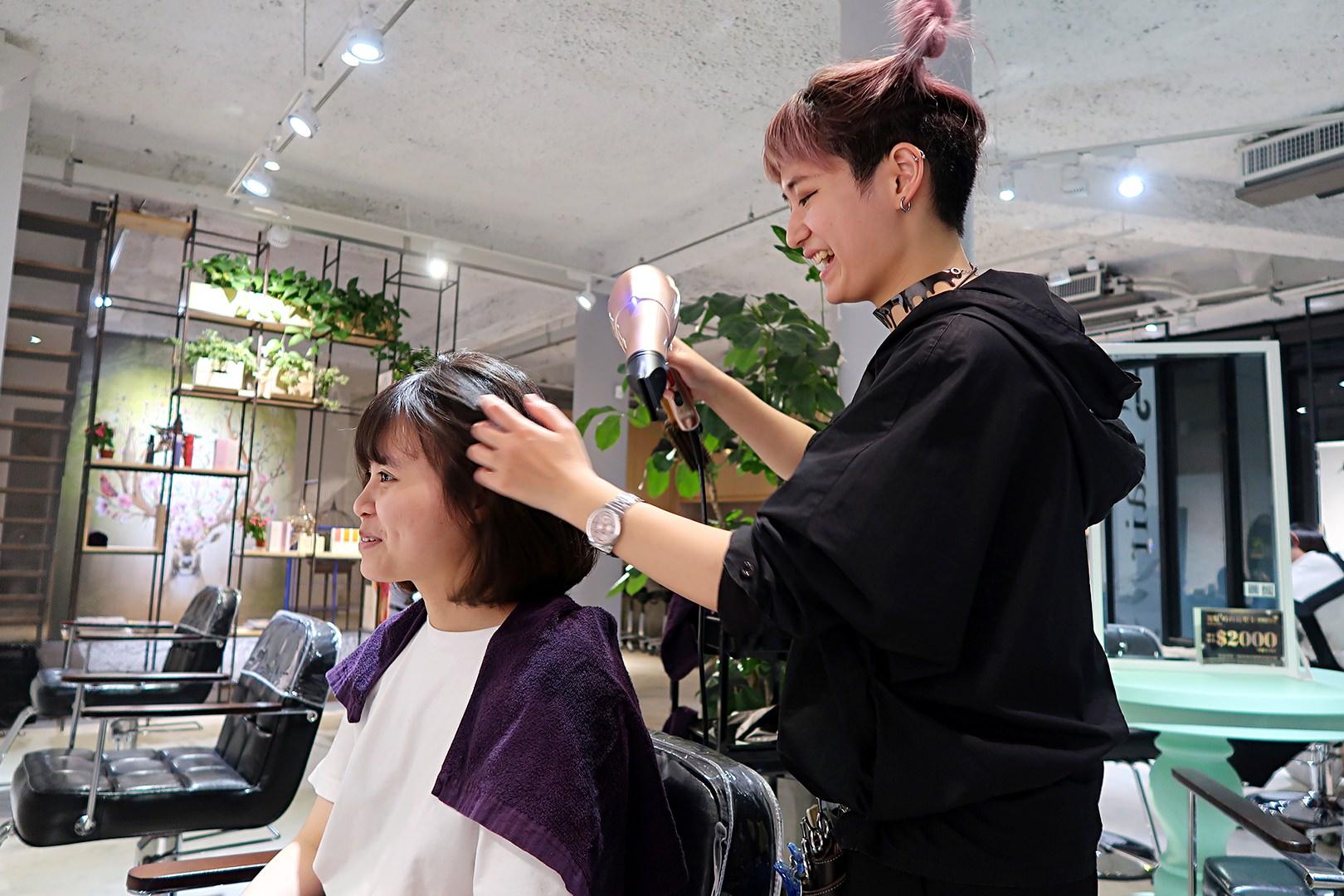 台中一中街燙髮推薦,夏朵美髮沙龍一中店設計師TWO,台中北區清新優雅的髮廊