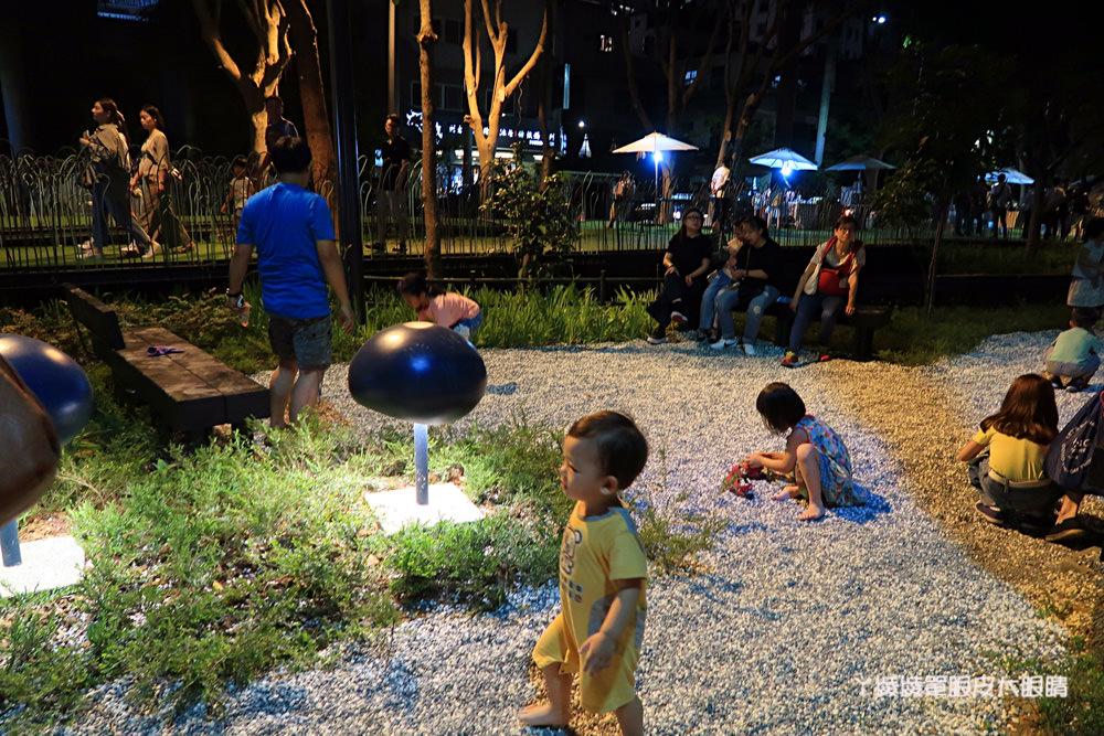 新竹旅遊景點,三民路隆恩圳全新面貌!磨石子溜滑梯、蘑菇燈