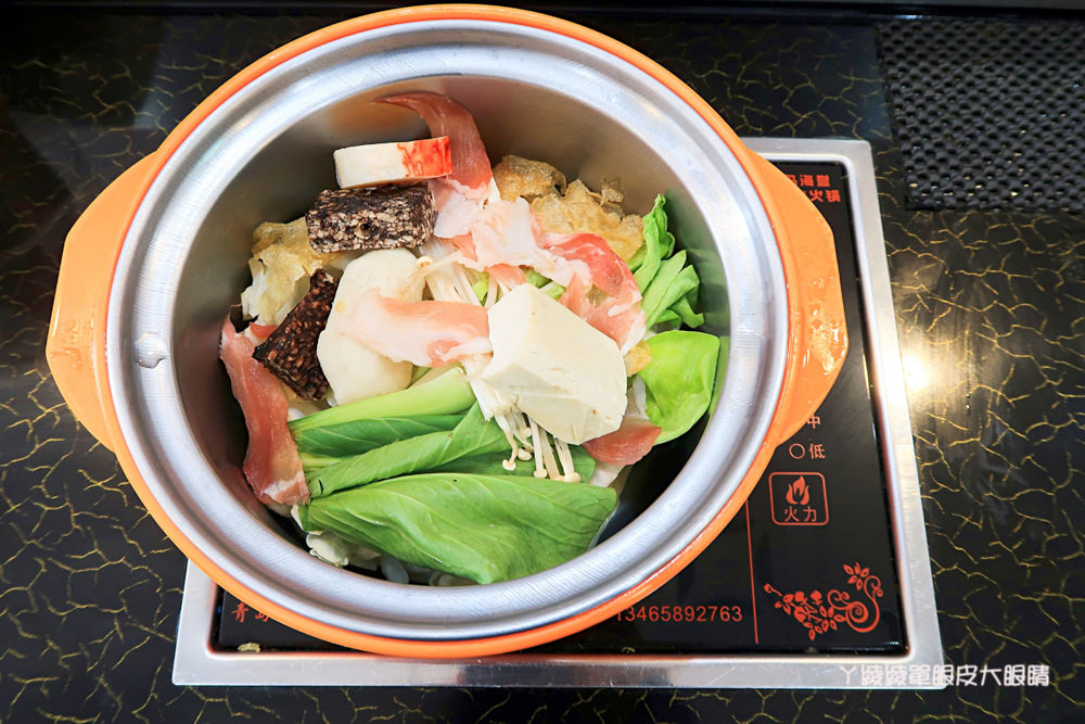 新竹平價火鍋 新開幕的筷樂點旋轉小火鍋,一鍋70元起!火鍋店還可以吃快炒!