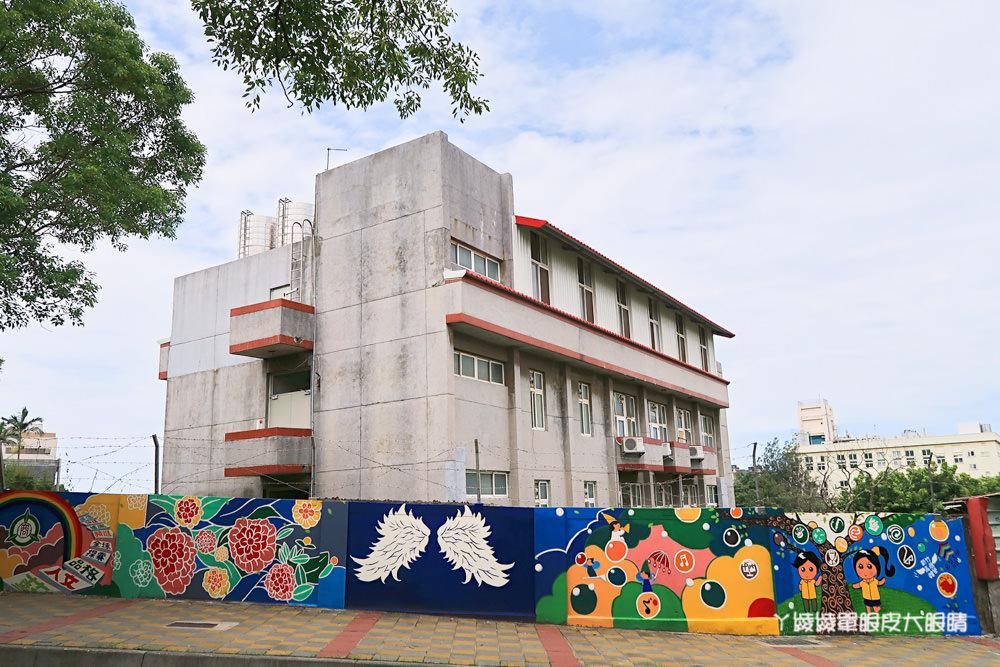 新竹十八尖山最新拍照打卡景點,一起來拍我的少女時代!新竹高商彩繪牆