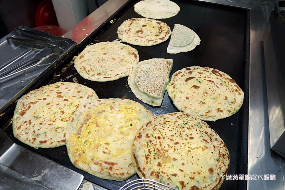 新竹蔥油餅|清華大學附近的蔥大爺餅舖,灌蛋蔥油餅、韭菜盒子、蛋餅