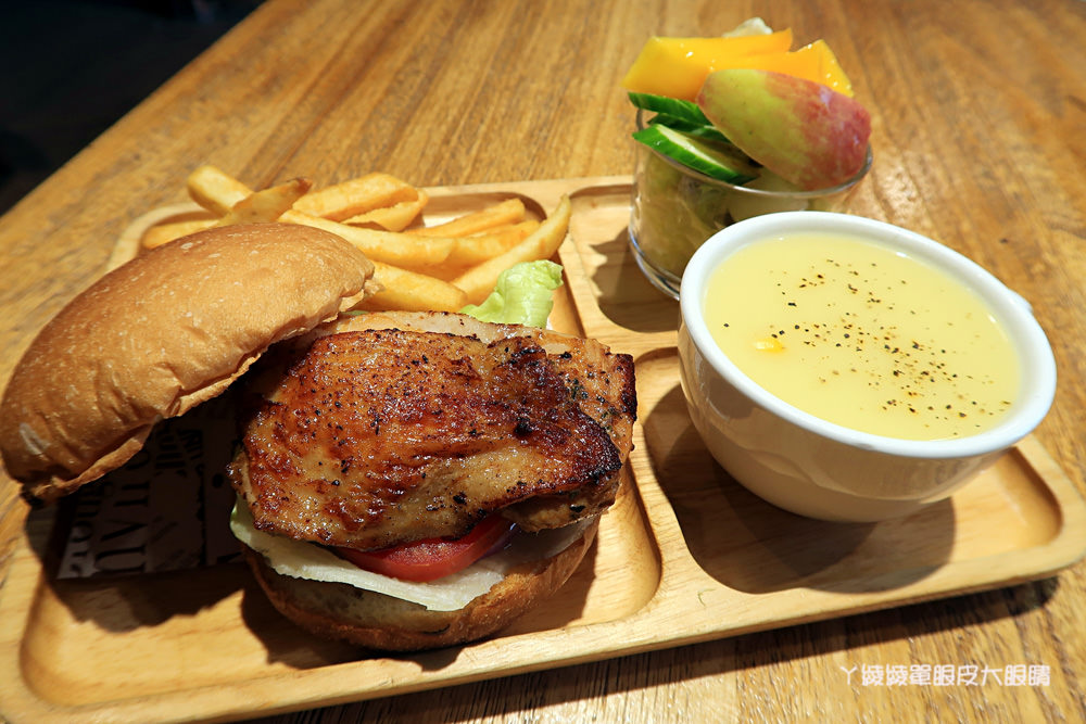 新竹平價早午餐|双黃早午餐,匈牙利辣味雞腿堡、花生醬起司牛肉熱壓三明治