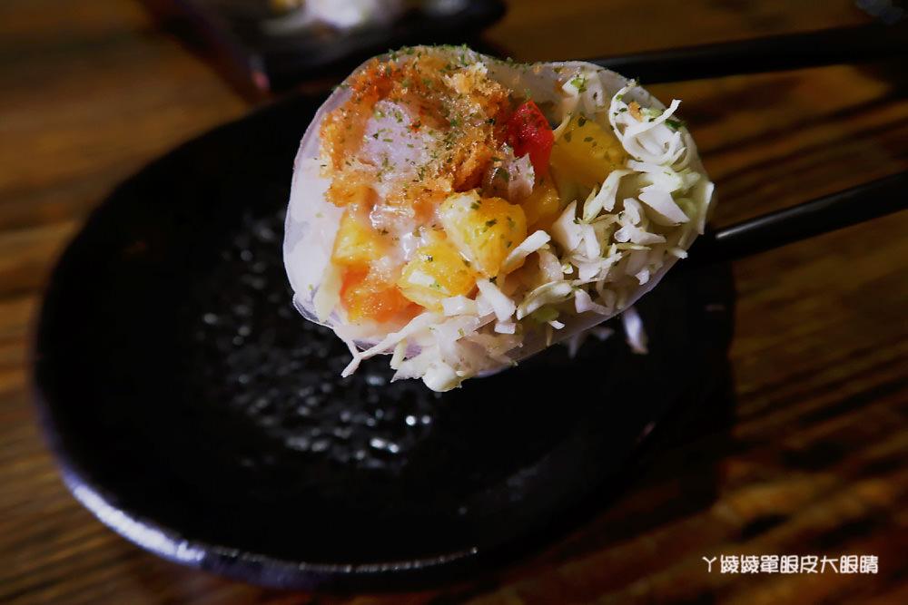 新竹居酒屋推薦|醺居酒屋,燒烤火鍋通通有!東京麻辣鴨鍋、火焰起雞、帶卵小卷等平價創意美食