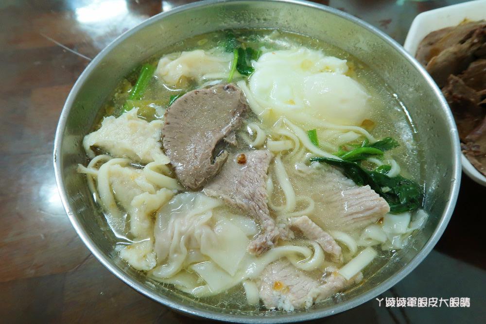 新竹東區美食小吃|阿華什錦麵,料多實在的什錦麵及綜合滷味