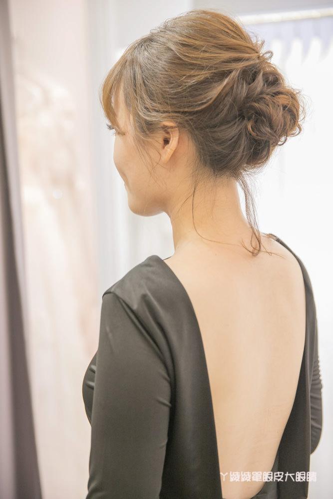 台中新秘 煒煒整體造型工作室,清新自然的妝感!美式婚紗造型穿搭分享