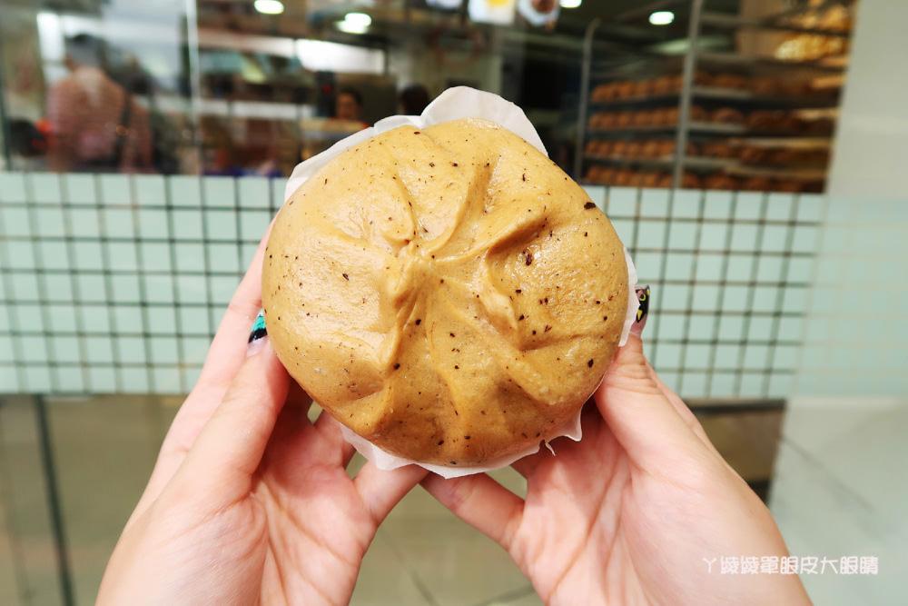 新竹城隍廟西大發城隍包|這家包子用吸的?!香醇爆漿的珍珠奶茶包在新竹