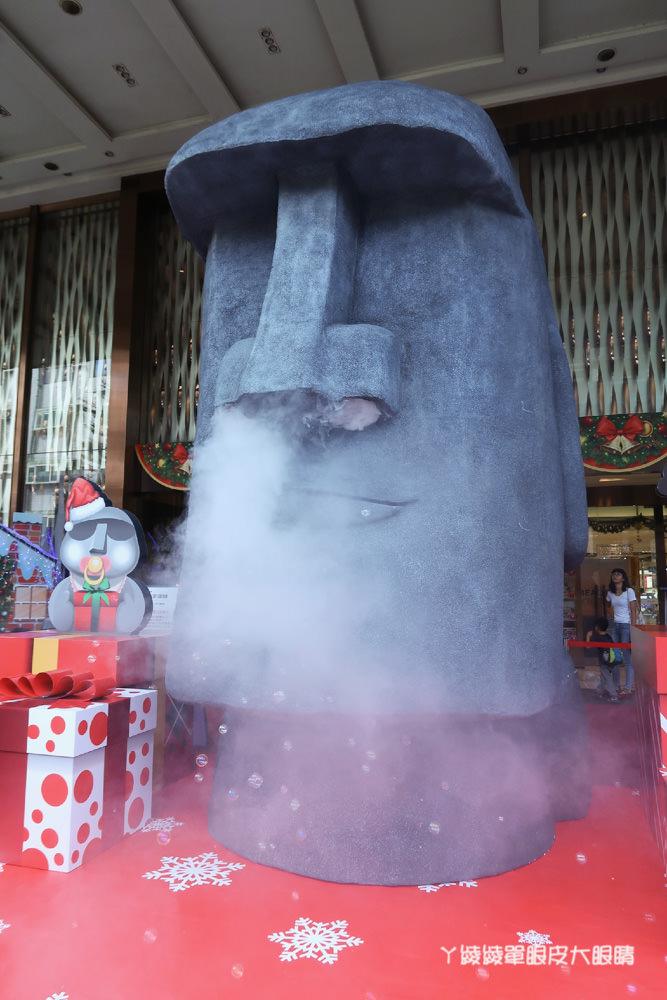新竹扭蛋無極限!巨型5公尺高的摩艾石像來新竹大遠百了!石來運轉百元轉盤