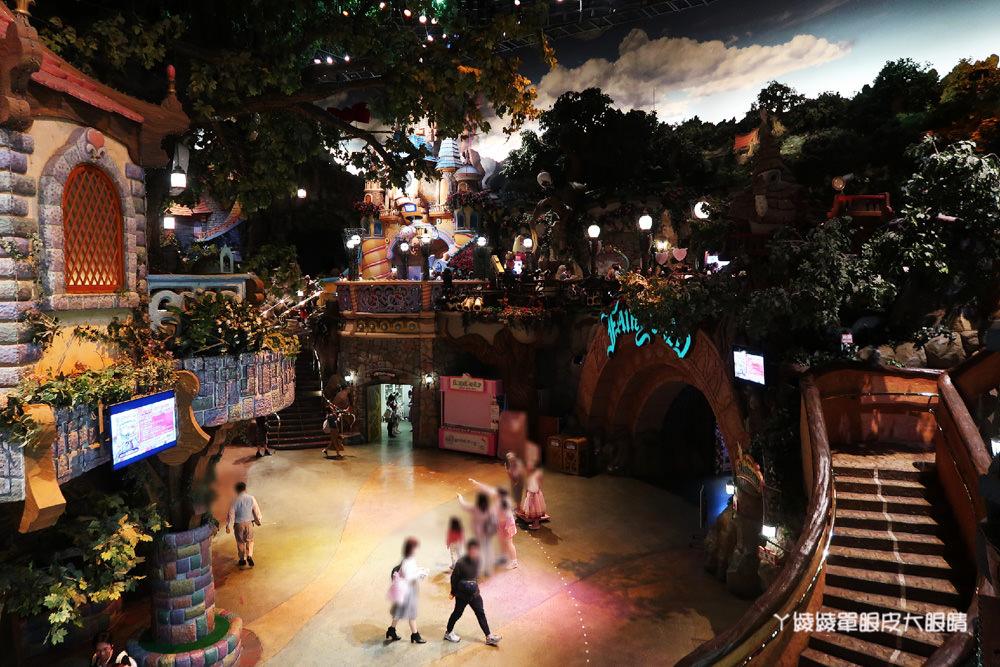 日本東京三麗鷗彩虹樂園!浪漫藍色飄雪光雕秀及卡通人物大遊行,陪你一起歡樂過聖誕節