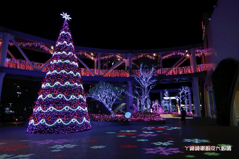 新竹竹北六家高鐵旁的6+Plaza購物廣場,聖誕樹點燈活動