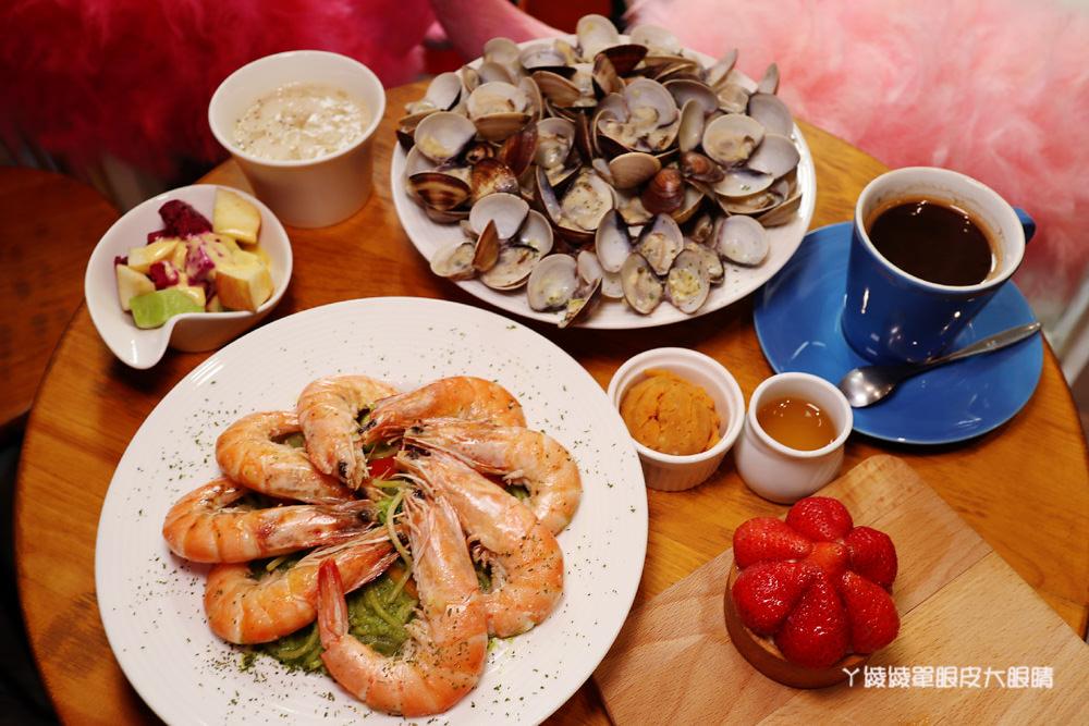 新竹早午餐About cafe,外帶美式咖啡買一送一,身分證有1223數字的朋友再享優惠折扣
