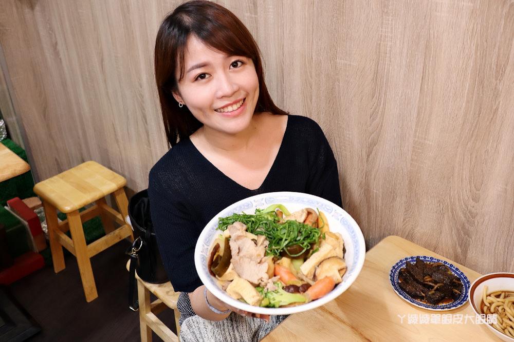 新竹成滷味!營業到凌晨的三輪車路邊攤滷味有店面啦!推薦香辣鴨血跟獨門辣醬