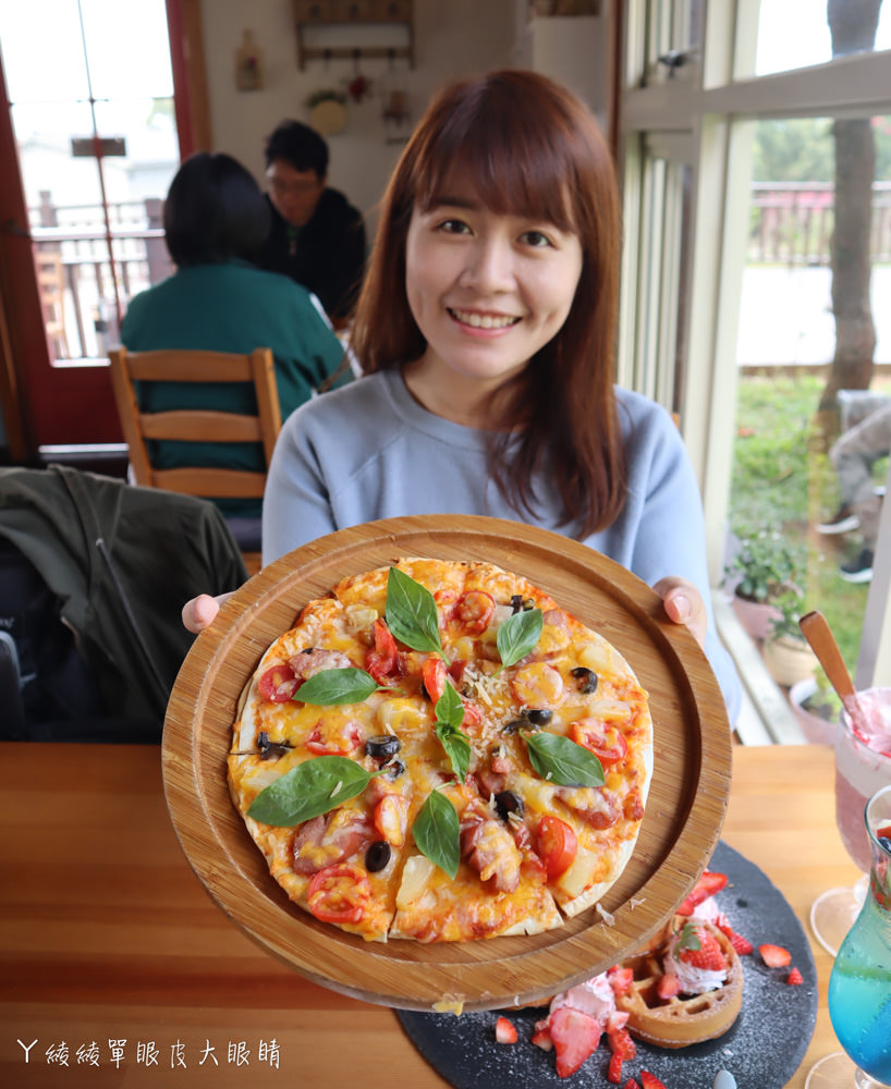美到翻的新竹歐式鄉村風小木屋!超夢幻的雨滴蛋糕和草莓飲品,新竹旅遊景點推薦