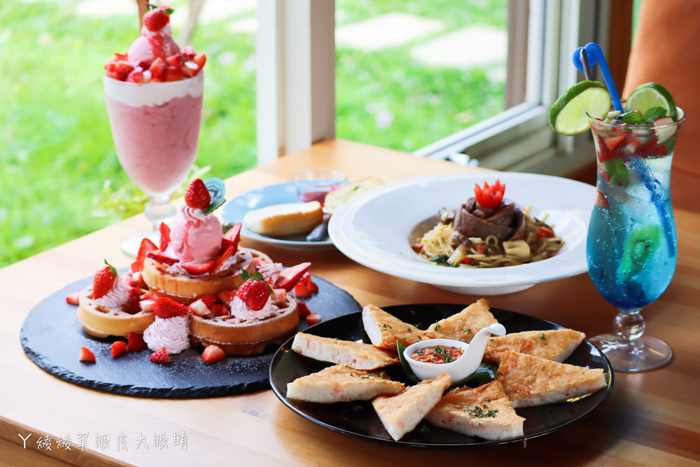 新埔普羅旺斯小木屋餐廳,超夢幻的雨滴蛋糕和草莓飲品,新竹賞櫻景點推薦!