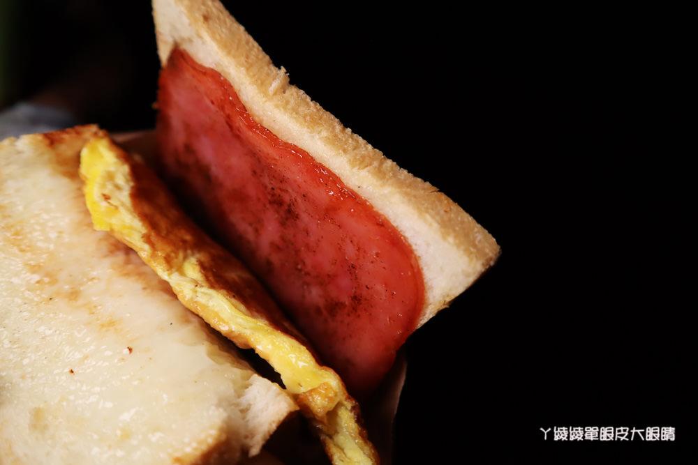 新竹宵夜美食推薦!滿美吐司部,晚上才吃得到的肉排蛋吐司!營業到凌晨
