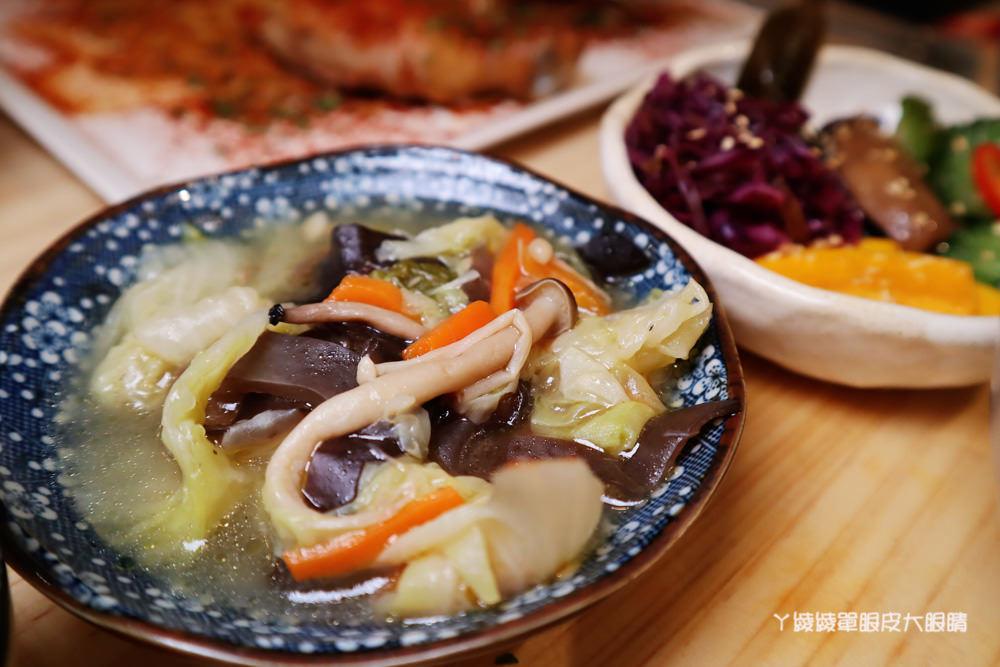 新竹美食推薦喜食廚房!新竹也有好吃又夢幻的彩虹漢堡,天公壇附近新開幕結合藝術的美食餐廳