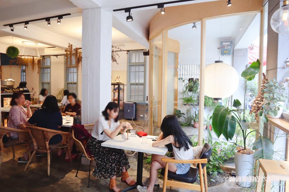 台南中西區美食咖啡廳推薦熨斗目花珈琲!必吃咖桑爆炸三明治、黑洞的唐揚雞黑咖哩、浮誇芒果聖代