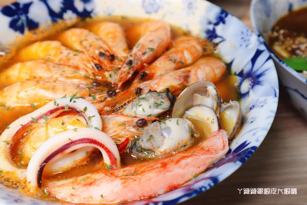 新竹東門市場美食推薦喜然海鮮泡飯!你吃過粉紅色浮誇龍蝦海鮮泡飯嗎?每日現炒日式咖哩