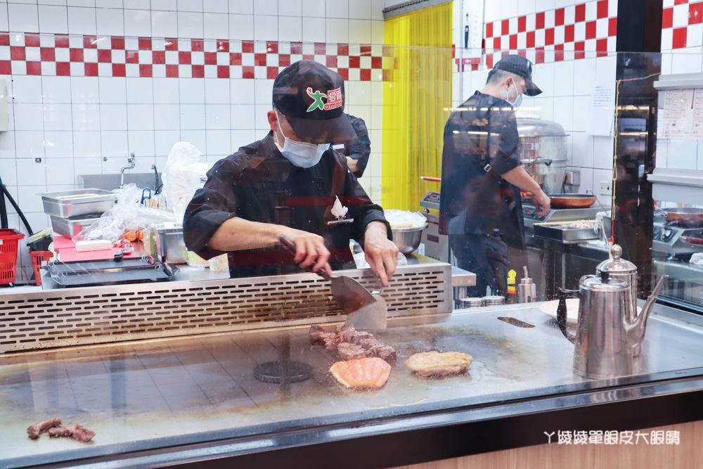 公道五路愛買新竹店鐵板工坊!買食材現挑現做代客料理,外食族品嘗美味好方便