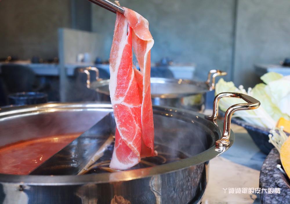 新竹火鍋推薦月團圓火鍋,這間竹北火鍋店還可以賞月!全程桌邊服務,個人鴛鴦鍋滿足你的胃