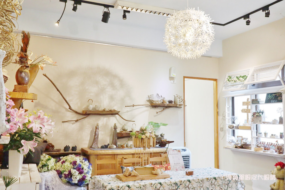 新竹美食推薦紅瓦紫藤!藏身在竹北新瓦屋小法式鄉村風格早午餐咖啡廳,浪漫氣質老闆娘一手打造