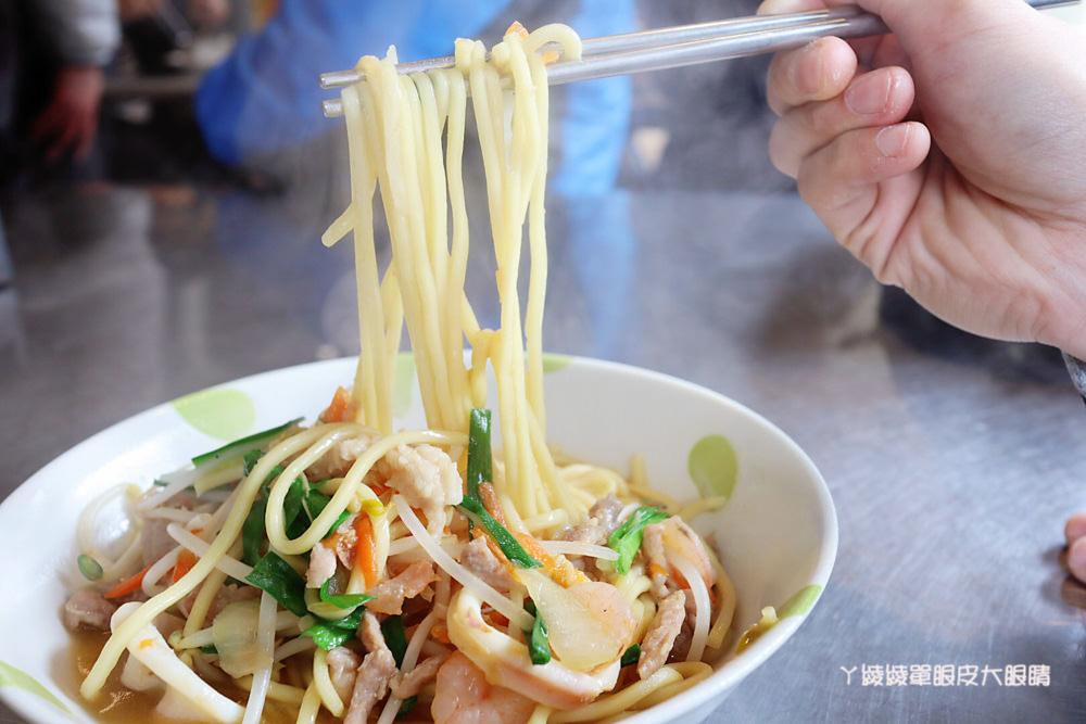新竹好吃炒飯推薦黑隆美食!新竹大遠百、新竹城隍廟附近美食,必吃香腸炒飯跟燕丸湯