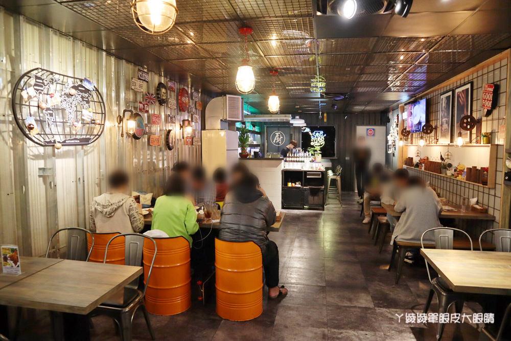 新竹大遠百附近美食推薦洋相餐酒館!新竹火車站附近宵夜美食,生啤酒299元無限暢飲,週四調酒買一送一