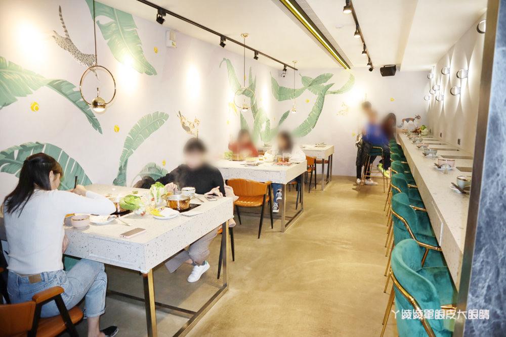新竹巨城附近平價火鍋推薦鍋工館!單人鍋最便宜只要280元!湯頭免費試喝、貝殼一把抓