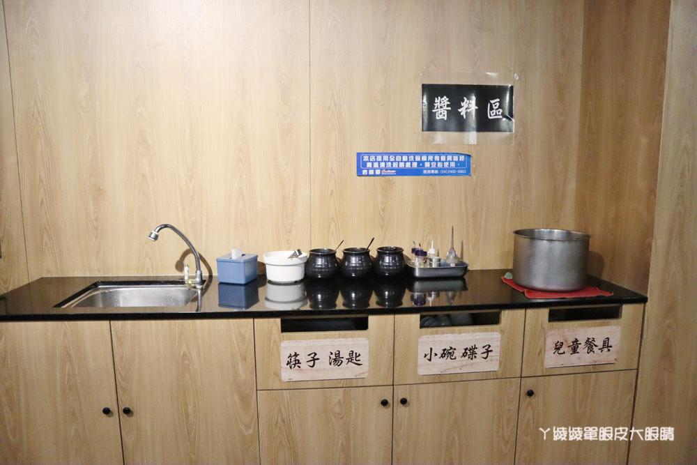 新竹好吃牛肉麵推薦初這家麵食館!必吃牛肉乾拌麵跟牛肉丸湯,吃麵還有免費仙草湯喝
