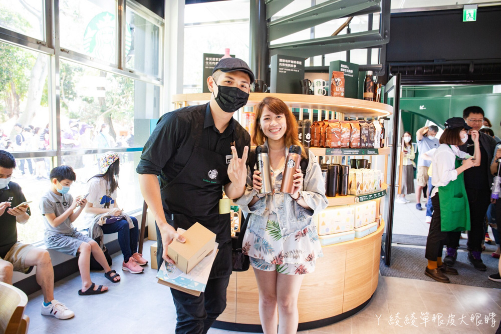星巴克新竹動物園門市正式開幕!喝咖啡有機會看到動物窗外出沒,IG拍照打卡藝術牆面