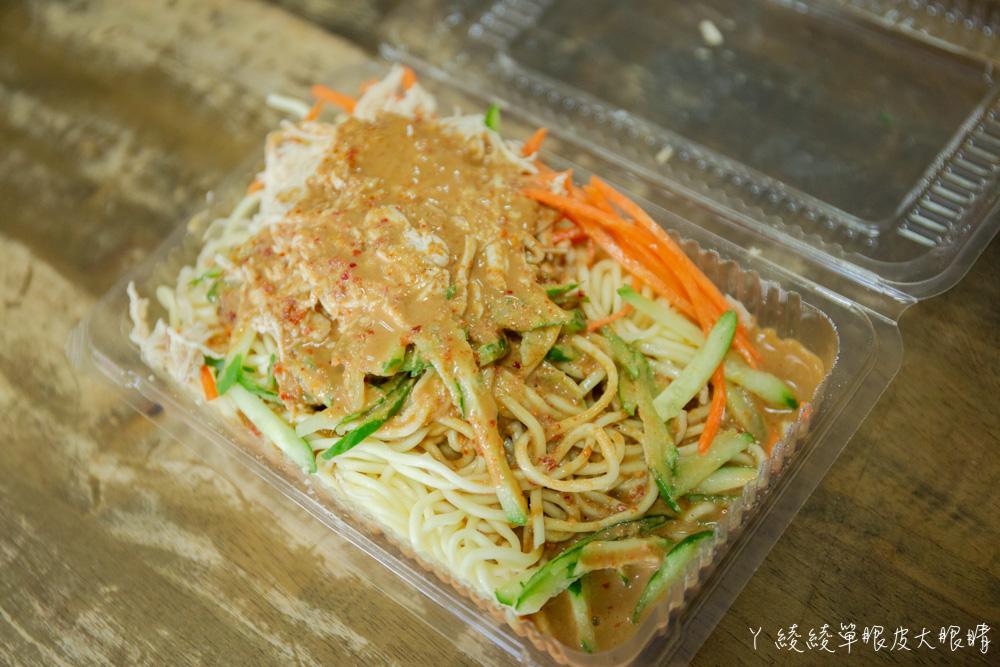 新竹早餐吃什麼?跟著新竹在地人吃美食,新竹老字號排隊美食賣好吃涼麵跟牛肉捲餅