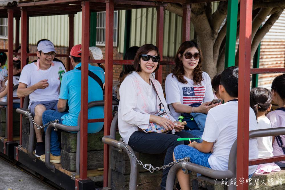 新竹親子旅遊景點!麋鹿造型車頭五分車,來南寮漁港前先來搭乘槺榔驛古輕便車欣賞田園風光