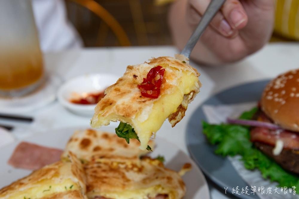 新竹平價早午餐推薦咖啡羊行|不用百元就可以吃到的美食!滿滿珍珠爆漿卡士達可頌,激推招牌酥皮蛋餅跟漢堡