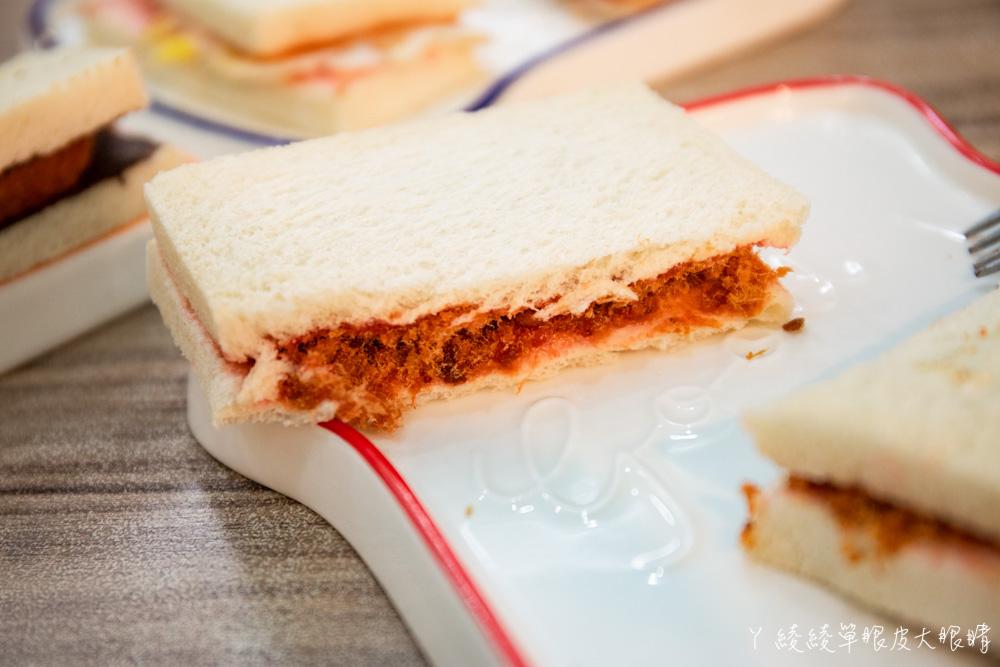 新竹竹北早午餐推薦抓飛機早安食堂!穿上學校制服,帶你乘坐時光機回到六七年級生的年代