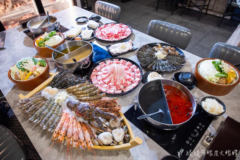 新竹竹北火鍋推薦上官木桶鍋!霸氣浮誇的甜蜜痛風海鮮船,堆得跟小火山一樣的肉盤!現撈波士頓龍蝦等你吃