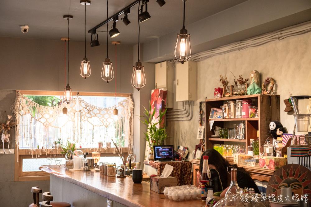 新竹咖啡廳推薦無米集會所!隱身巷弄帶有老台南風格的私藏甜點店,戚風蛋糕不用百元就可以吃到