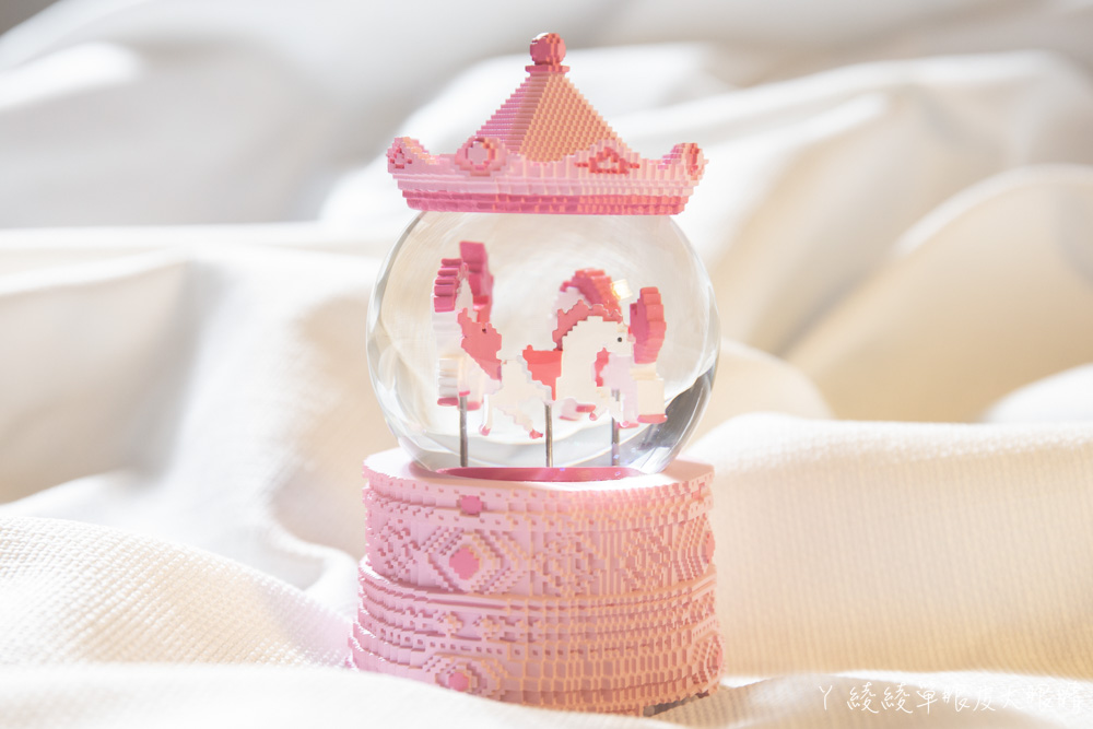 送禮居家生活布置|JARLL讚爾水晶球音樂盒,2020台灣設計展限定款、像素馬積木風格水晶球音樂盒