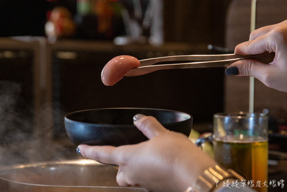 桃園火鍋吃到飽推薦巴適經典麻辣鍋林口店!和牛海鮮超過七十多種食材任你吃,啤酒無限暢飲