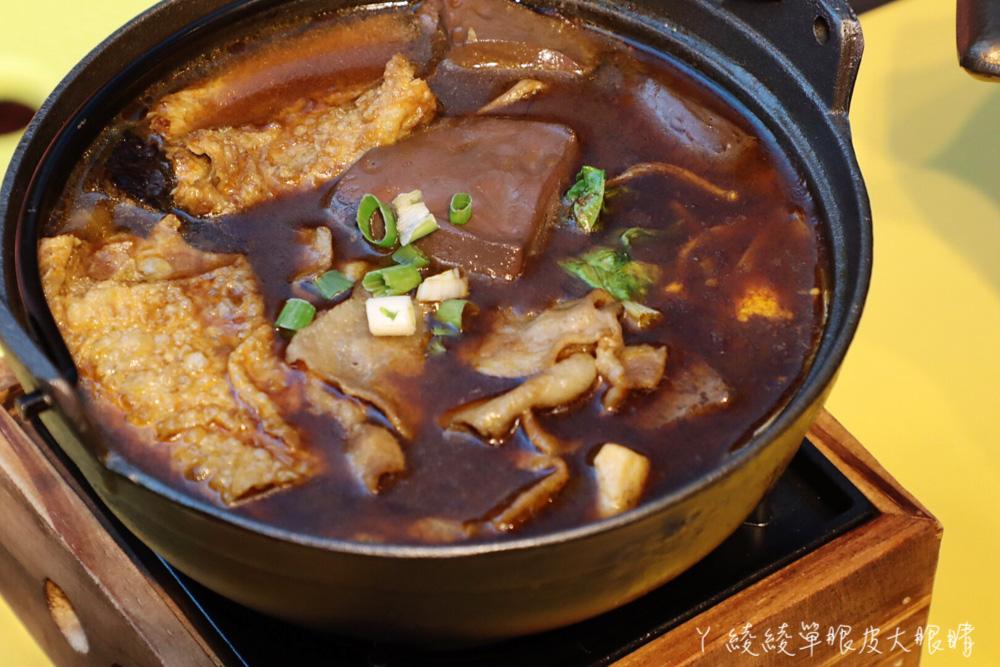新竹城隍廟美食推薦一品菓坊!夏天賣冰品,冬天一個人也可以吃薑母雞跟麻辣鴨血豆腐鍋