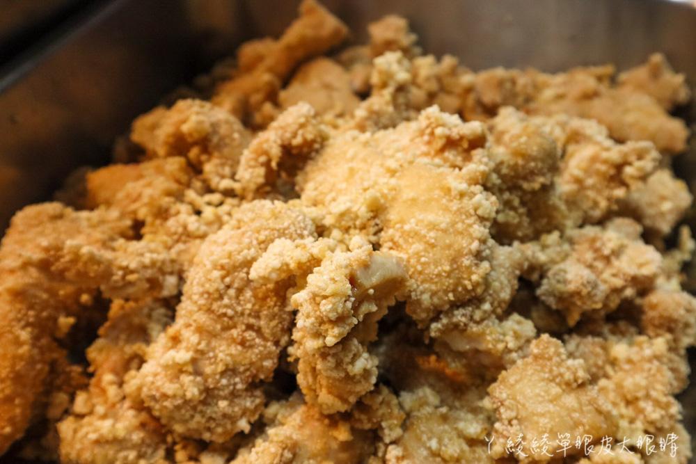 雞排一片55元超佛心!加了洋蔥、蒜頭和蔥花的鹽酥雞,營業到凌晨的新竹宵夜美食