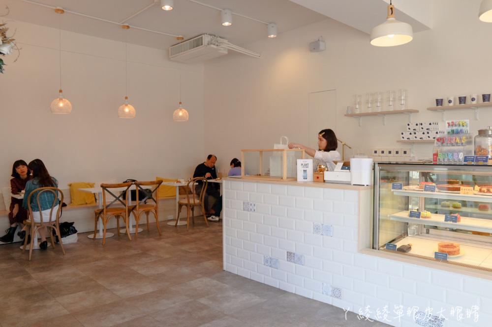 新竹質感咖啡廳推薦謐謐甜點!坐落新竹熱鬧市區的純白夢幻甜點店,提供插座WIFI限時咖啡店