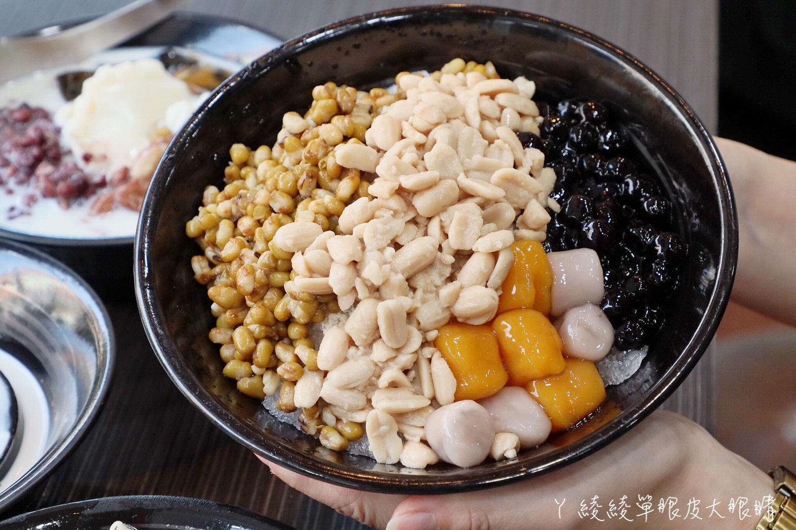 有愛心又好吃的豆花店!40元超值手工豆花料多到快滿出來,必吃冬瓜蒟蒻跟嫩仙草