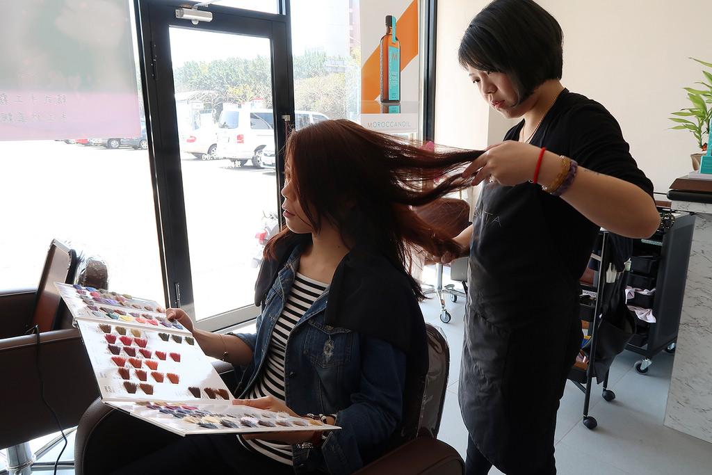 新竹清大美髮 質感染髮推薦《堇川 髮 . 專業紋繡》設計師 Kimmy