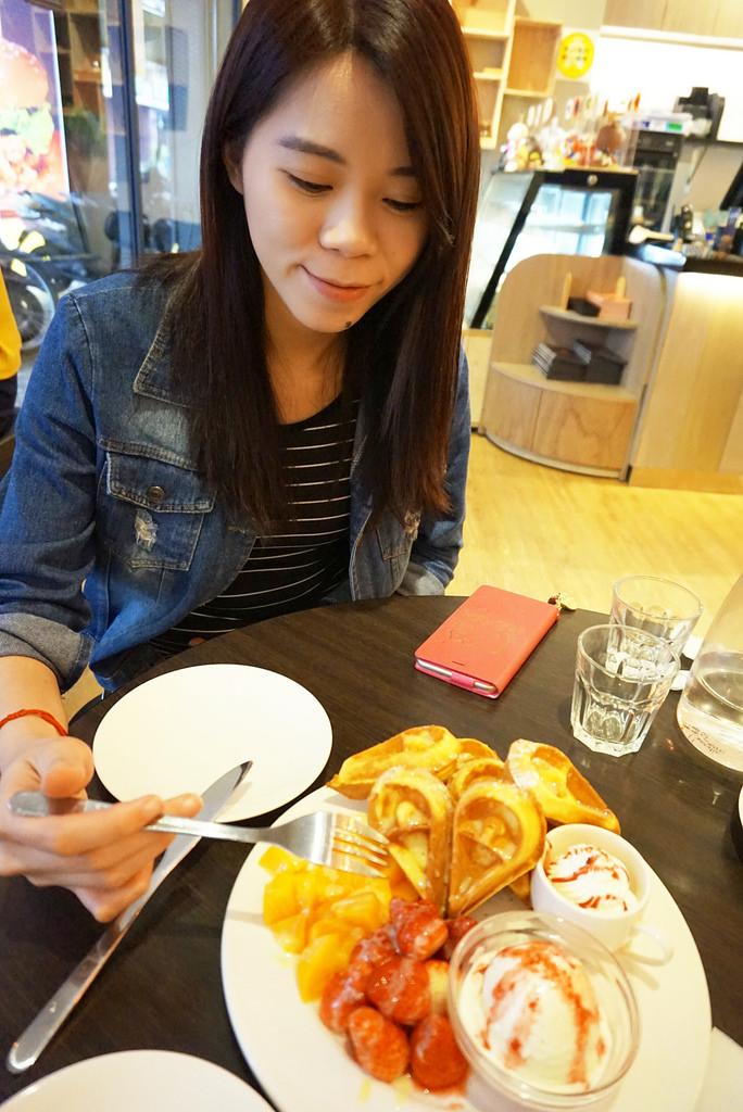 ▌新北‧三重美食 ▌激推♥人氣超夯的法米雅咖啡 ♥ 大眼怪陪你度過不一樣的美食時光