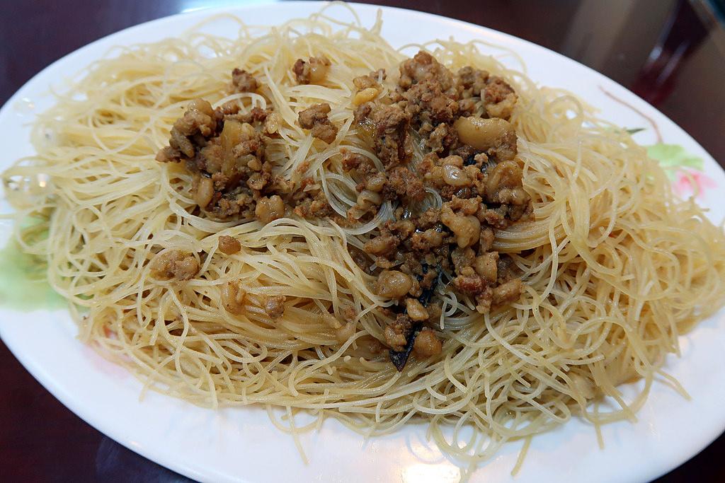 新竹竹北《爆師傅爌肉飯》,台中人懷舊的傳統小吃跟東泉辣椒醬!