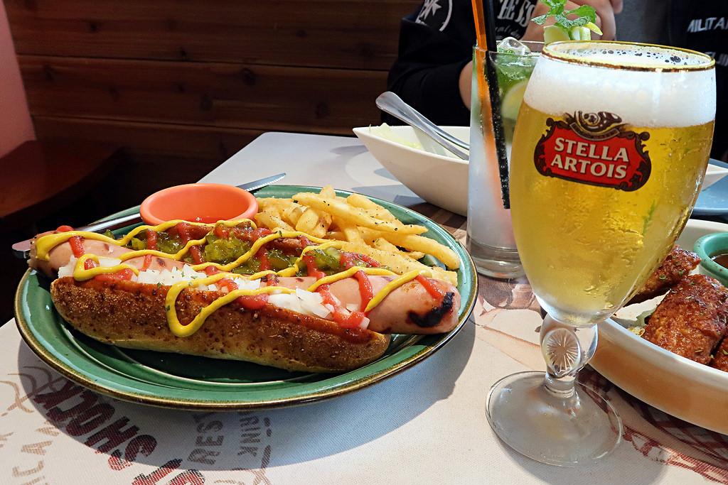 台中美式餐廳推薦!Hot Shock 哈燒庫美式休閒餐廳,必點水牛城辣雞翅