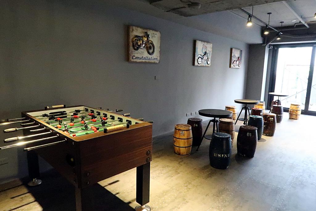 新竹新開幕餐酒館,現場馬拉桑The Local's Bistro!VR遊戲/飛鏢/鮮釀啤酒/餐點