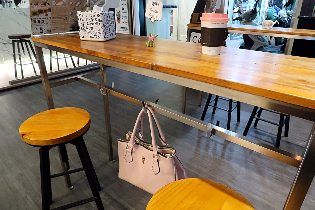 新竹火車站咖啡推薦《風起咖啡》,療癒的七彩杯蓋和風系列明信片(暫停營業)